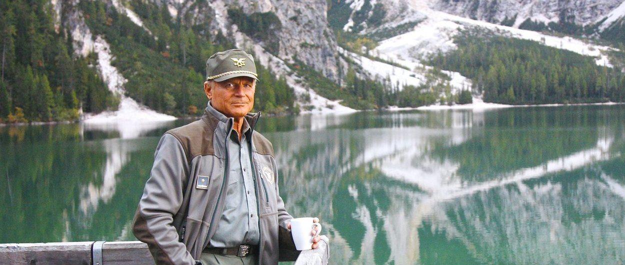 A un paso del cielo: Terence Hill y Gaia Amaral escalando en Dolomitas