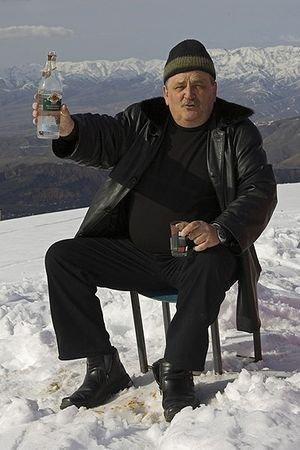 Bebiendo Vodka en la nieve