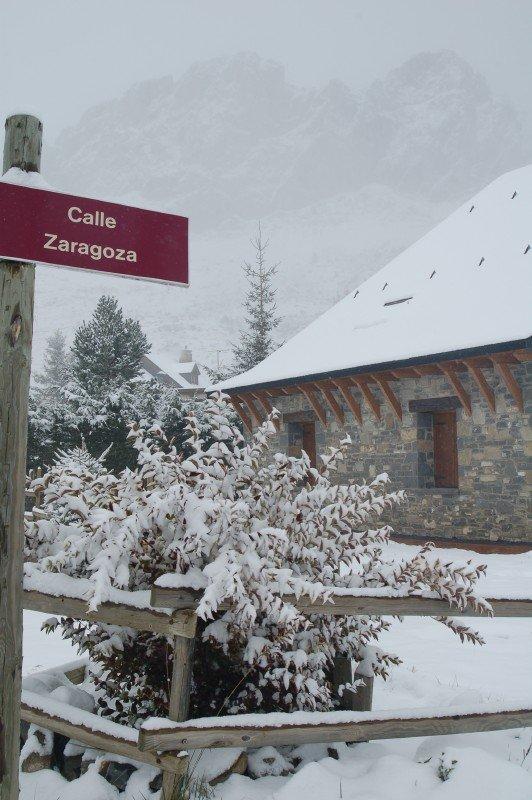 Formigal a 8 de noviembre nieve me voy a for Jardin de nieve formigal