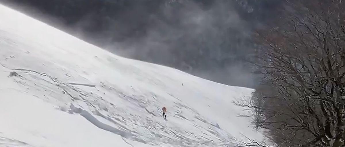 Esquiador sorprendido por una avalancha en pleno pirineo navarro