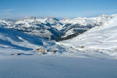 Gana una carrera y cierran una estación de esquí para él y sus amigos