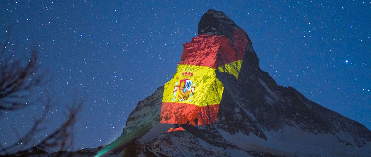 La bandera española ilumina el Matterhorn en su apoyo a la crisis del coronavirus