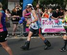 Corre la maratón de Londres con botas de esquí
