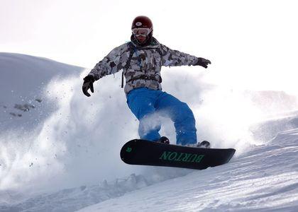 A Pie de Pistas VS Ski Safari