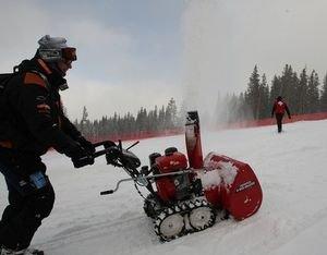 Trabajador en nieve