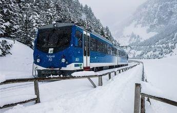 Nueva locomotora y vagones para el tren cremallera de Vall de Núria