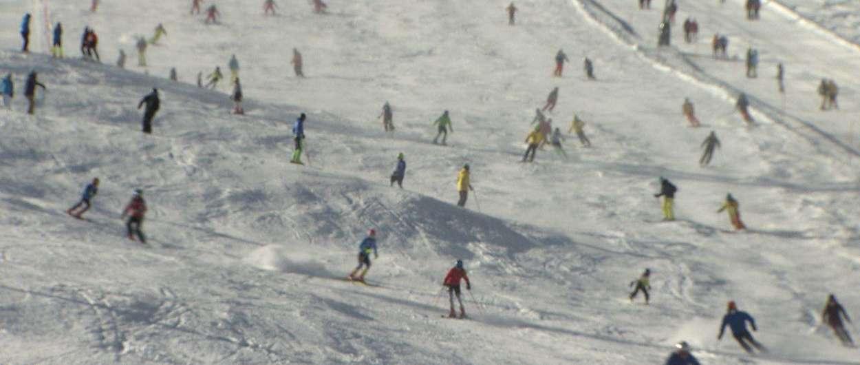 Austria abre sus primeros glaciares con muchos esquiadores y mucha nieve