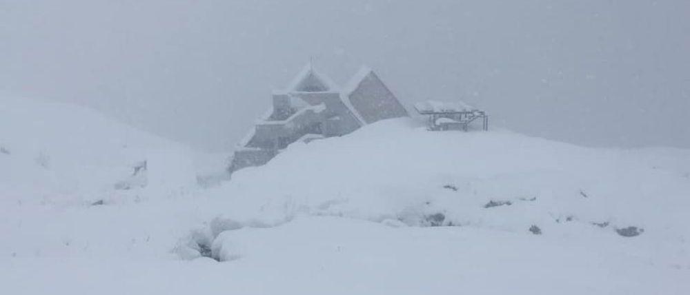 Un alud cerca de Astún atrapa a un esquiador aunque sin consecuencias
