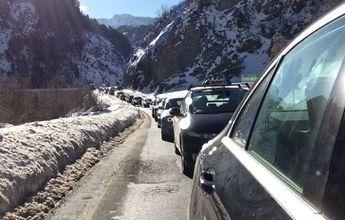 Grandes atascos en el Pirineo catalán por la vuelta del Puente