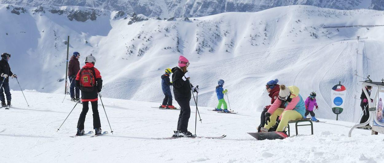 Vuelve a nevar en las estaciones de esquí de Formigal y Cerler