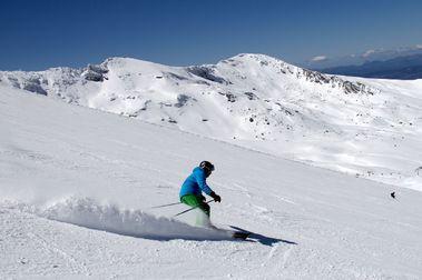 Sierra Nevada abre más de 100 km con nieve polvo y música en vivo