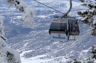 Se subasta el primer telecabina de 8 plazas del mundo que se colocó en Steamboat Ski