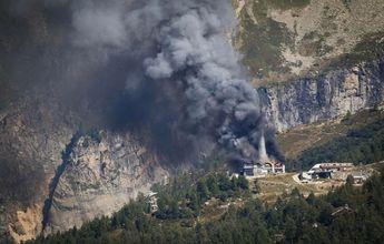 Un incendio arrasa el teleférico Grands Montets de Chamonix