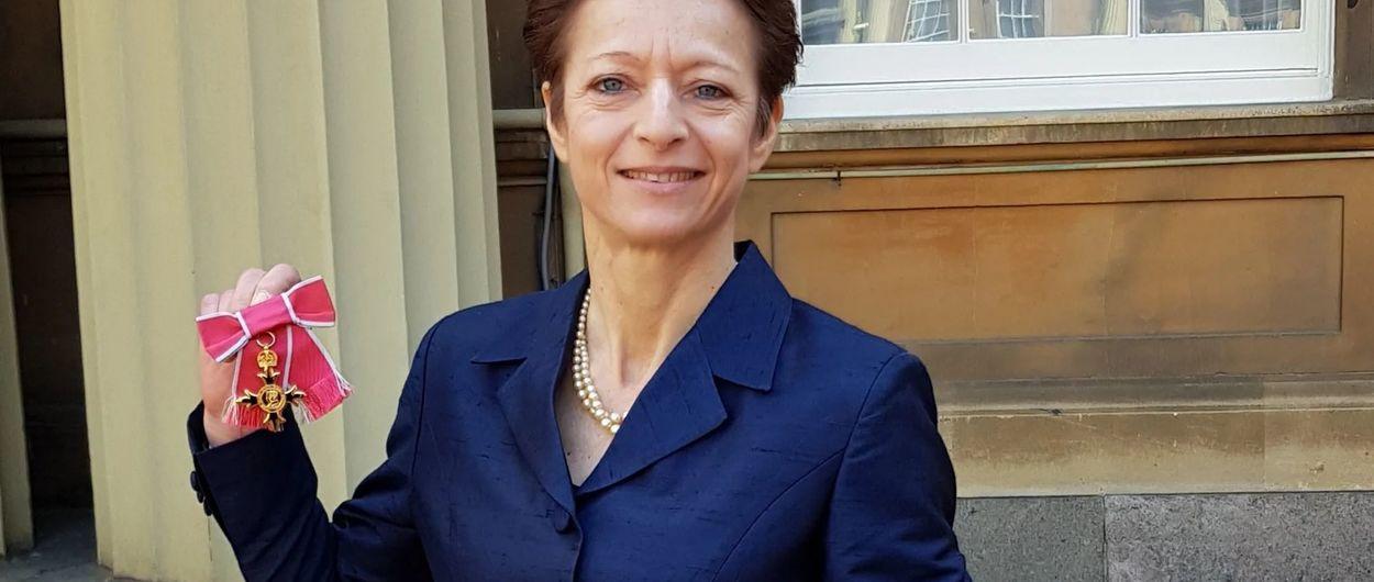 Despido fulminante de la Secretaria de la FIS, Sarah Lewis