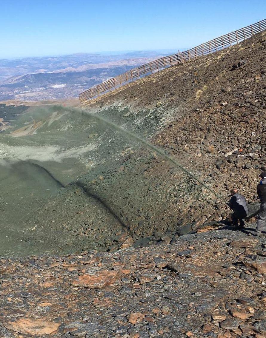Imagenes de los trabajos de hidrosiembra en Sierra Nevada