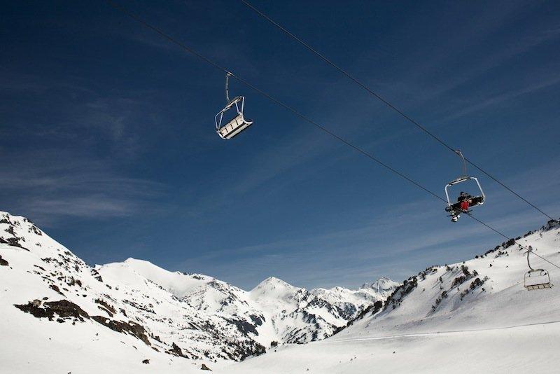 Gana 200€ para esquiar con Traventia.com