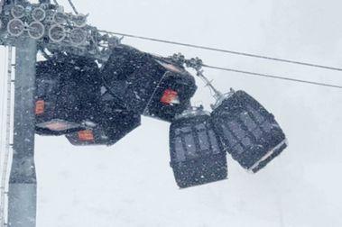 Cinco cabinas de Hochzillertal colisionan y se amontonan