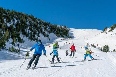 Las estaciones catalanas pactan abrir todas el lunes la temporada de esquí