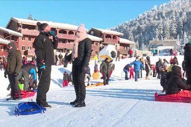 Los franceses llenan las estaciones de esquí pese al cierre de remontes