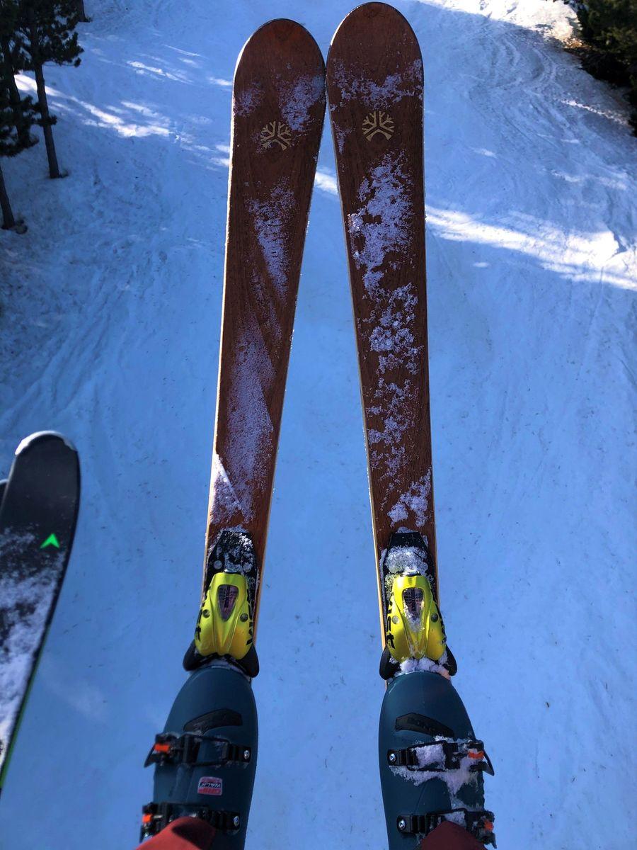 Liken skis