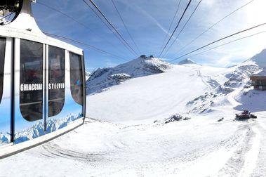 Passo Stelvio vuelve a retrasar su esquí de verano y los esquiadores lo tachan de burla
