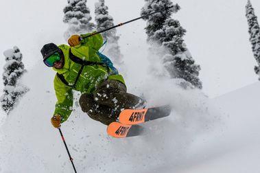 Jason Levinthal vende 4FRNT a otros tres esquiadores