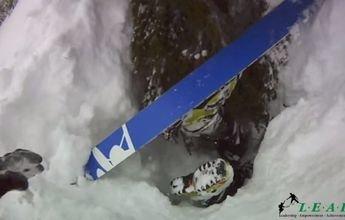 Heli-skier alemán fallece boca abajo en el agujero de un arbol