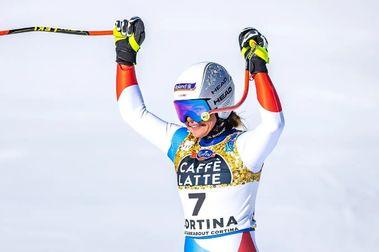 Corinne Suter se lleva el oro en Descenso y su segunda medalla en Cortina d'Ampezzo-21