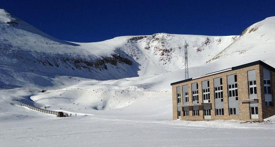 Edificio servicios estación esqui Coll de Pal