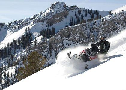 Esquiar con MOTO DE NIEVE es posible