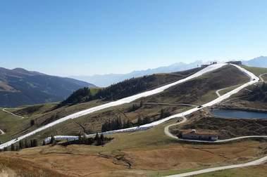 Kitzbuehel abre la temporada de esquí con nieve antigua y a 25ºC