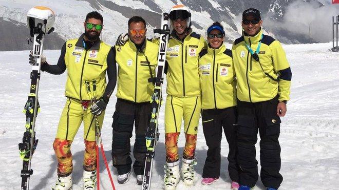 Fotografía de Miguel Galindo, Hilario Sánchez (skiman), Jon Santacana, Andrea Casasnovas (fisio) y Javi Domínguez