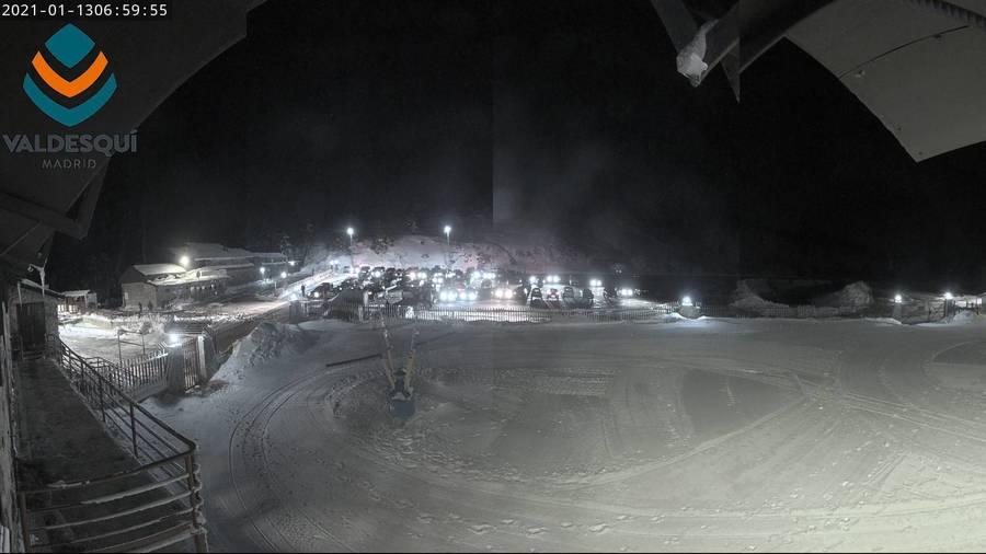 Aparcamiento de Valdesqui por la noche