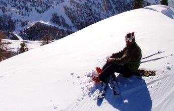 Pasa la noche al raso en una pista verde por miedo a bajarla esquiando