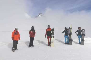 Los esquiadores y snowboarders de la RFEDI ya entrenan en la nieve de Saas Fee