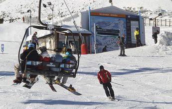 Roban casi 3.000 euros en material de esquí en Valgrande-Pajares