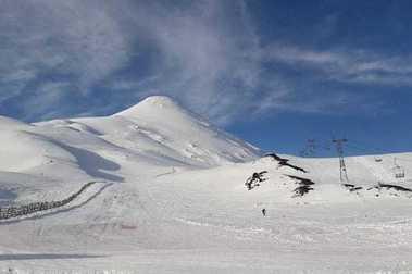 Conaf llama a no visitar Petrohué ni Volcán Osorno