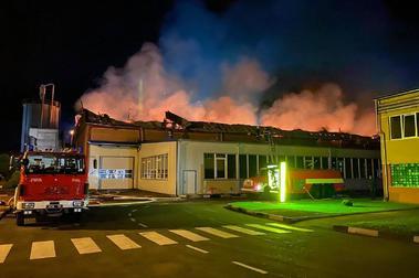 Se quema la mayor fábrica de esquís de Europa