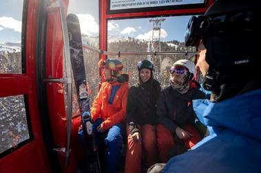 Prohibido hablar en los telecabinas de las estaciones de esquí del Veneto
