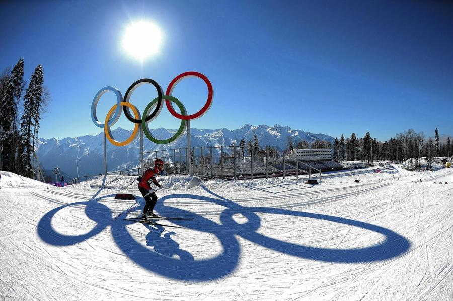 Imagen de Esquiador frente a los aros olimpicos
