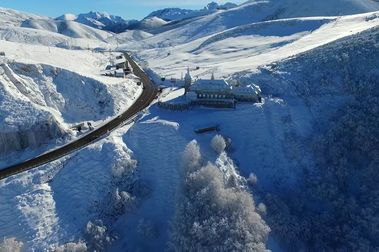 El parlamento asturiano pide mejoras y nuevos remontes para sus estaciones
