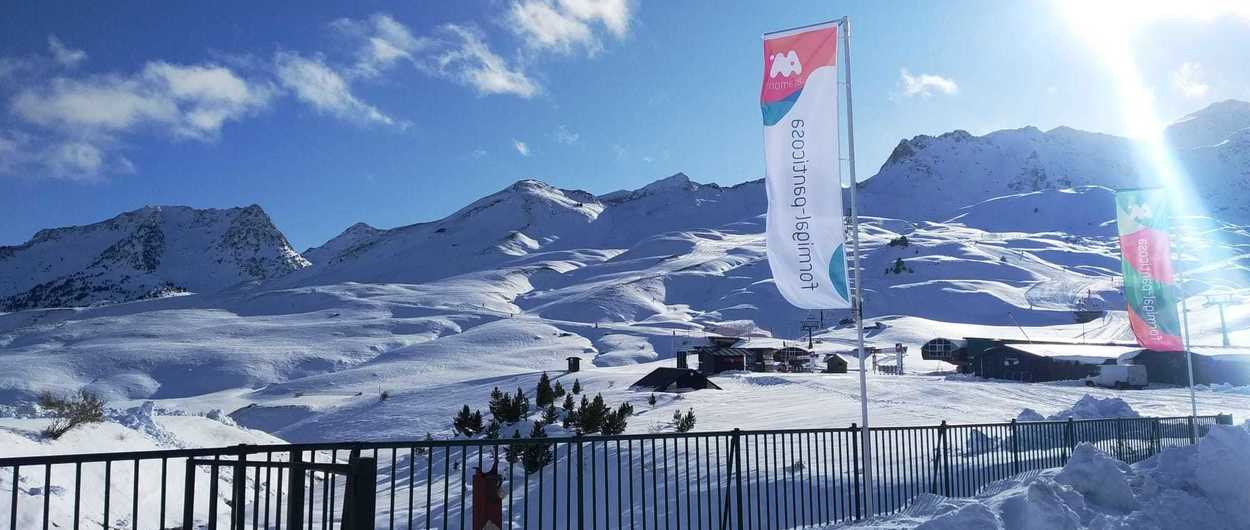 Formigal abrirá 33 km de pistas de esquí mientras hoy vuelve a nevar