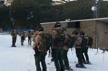 Esquiando con el Ejército y la Guardia Civil