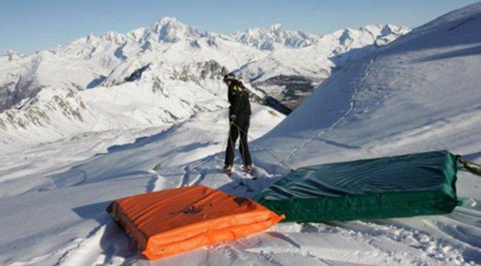 Trabajador murió tras tirarse en un colchón protector por una pista de esquí