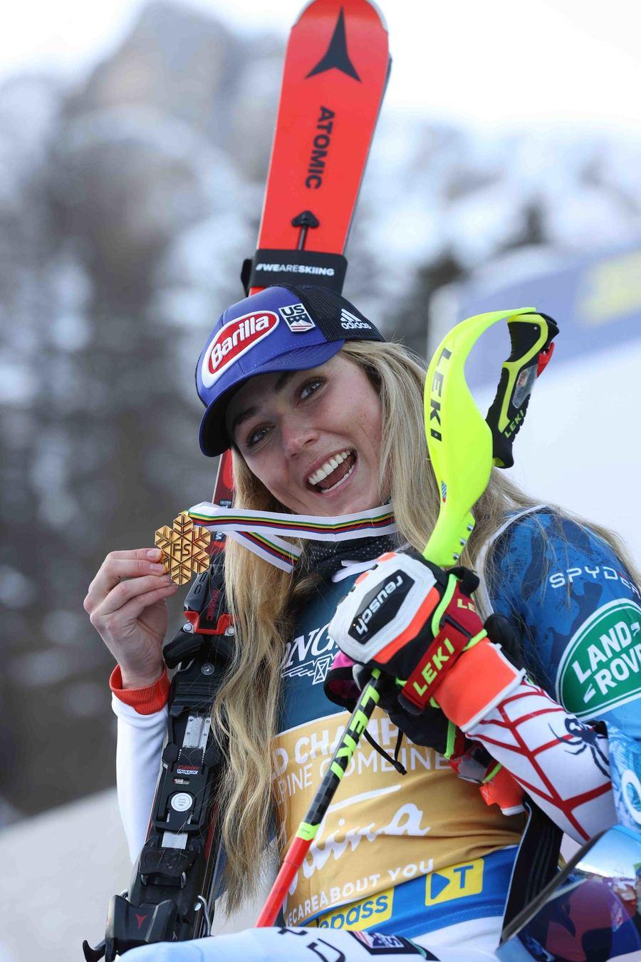 Mikaela Shiffrin con medalla de oro en Cortina d'Ampezzo 2021