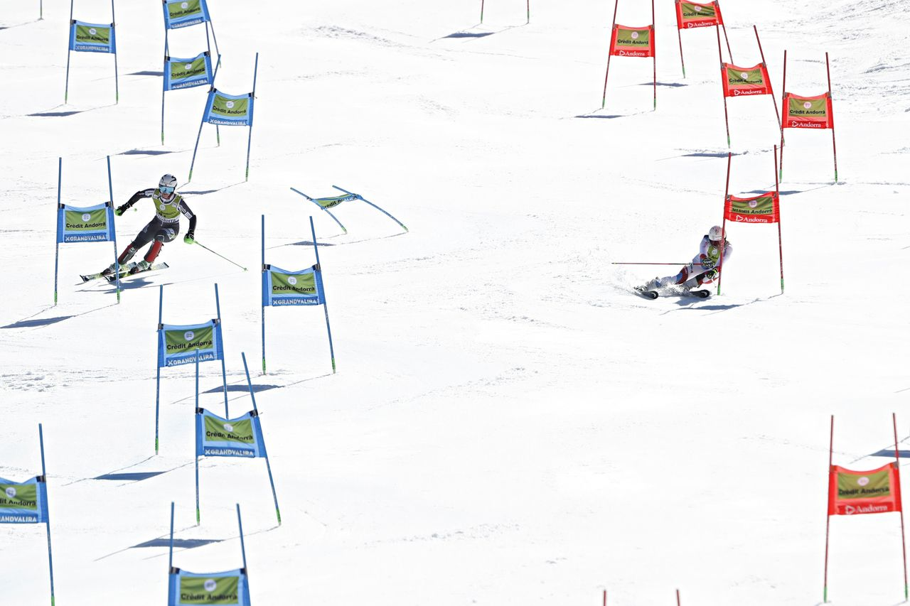 Suiza se impone a Noruega en la emocionante final del Alpine Team Event