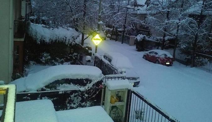 Intensas nevadas: Santiago nevado y Camino a Farellones cerrado