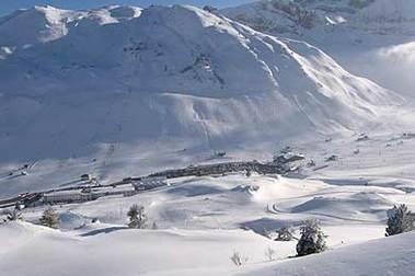 La nieve de Astún y Candanchú estrella de la revista del Valle del Aragón