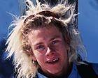 Homenaje al fallecido primer snowboarder en descender el Everest