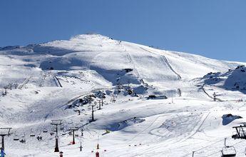 Sierra Nevada vuelve a recibir nieve y abre más pistas